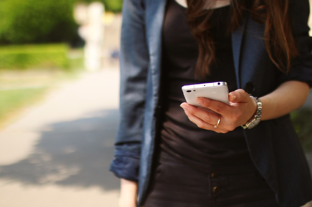 Five signs someone is being catfished