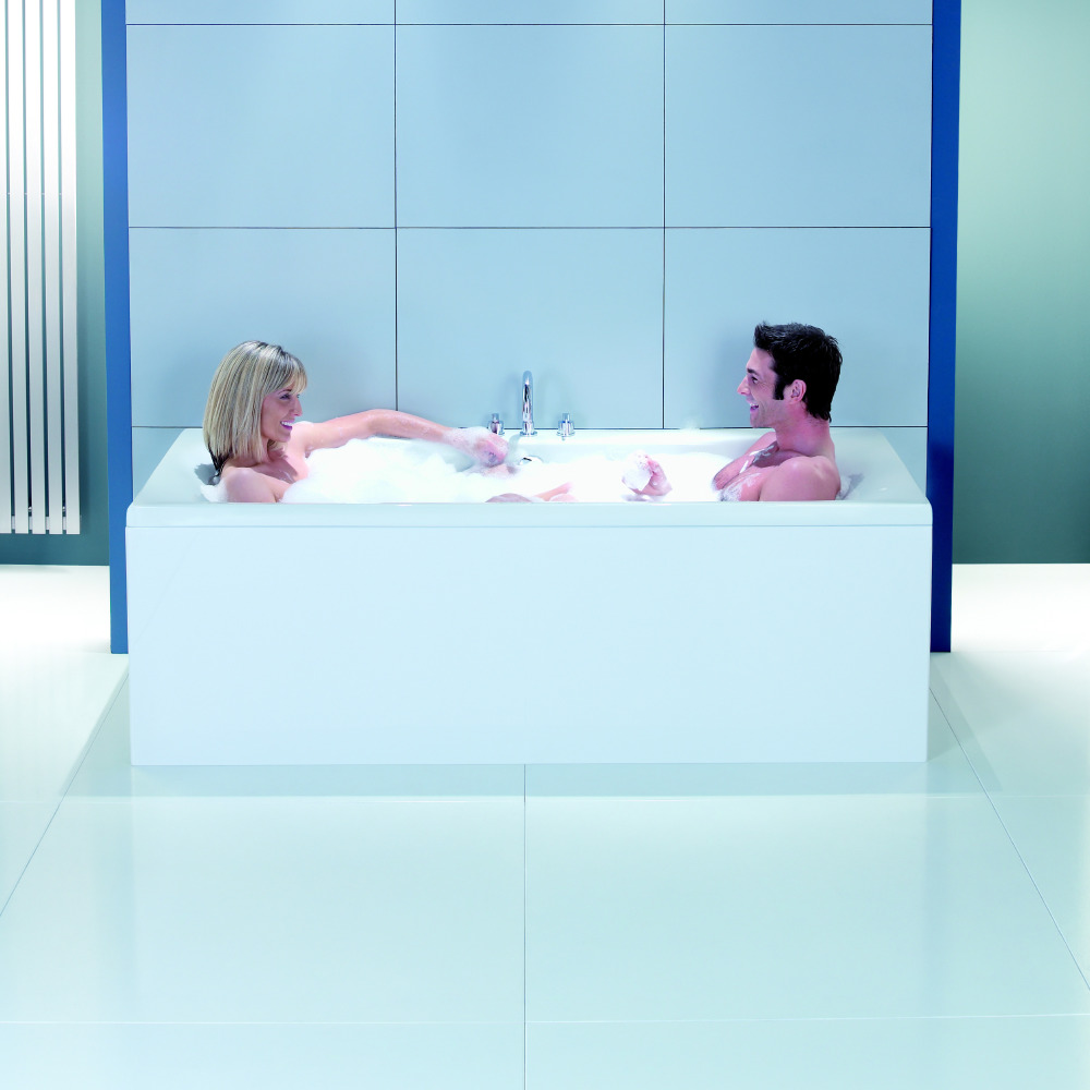 6 Reasons To Have A Bubble Bath With Your Partner Tonight